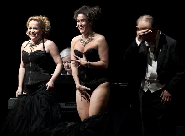 """28JAN12 Koncert og Gallamiddag i Arena Midt, Kjellerup - """"Divas Prefer Gentlemen"""" Foto: Jens Anker Tvedebrink"""